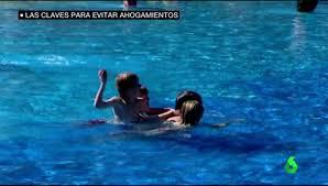 Un bebé puede ahogarse en apenas seis centímetros de agua: claves para evitar sustos con tus hijos este verano