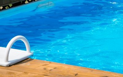 Fallece el niño de tres años rescatado ayer con síntomas de ahogamiento cuando se bañaba solo en una piscina