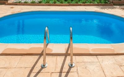 Muere la pequeña que cayó a una piscina en Menorca